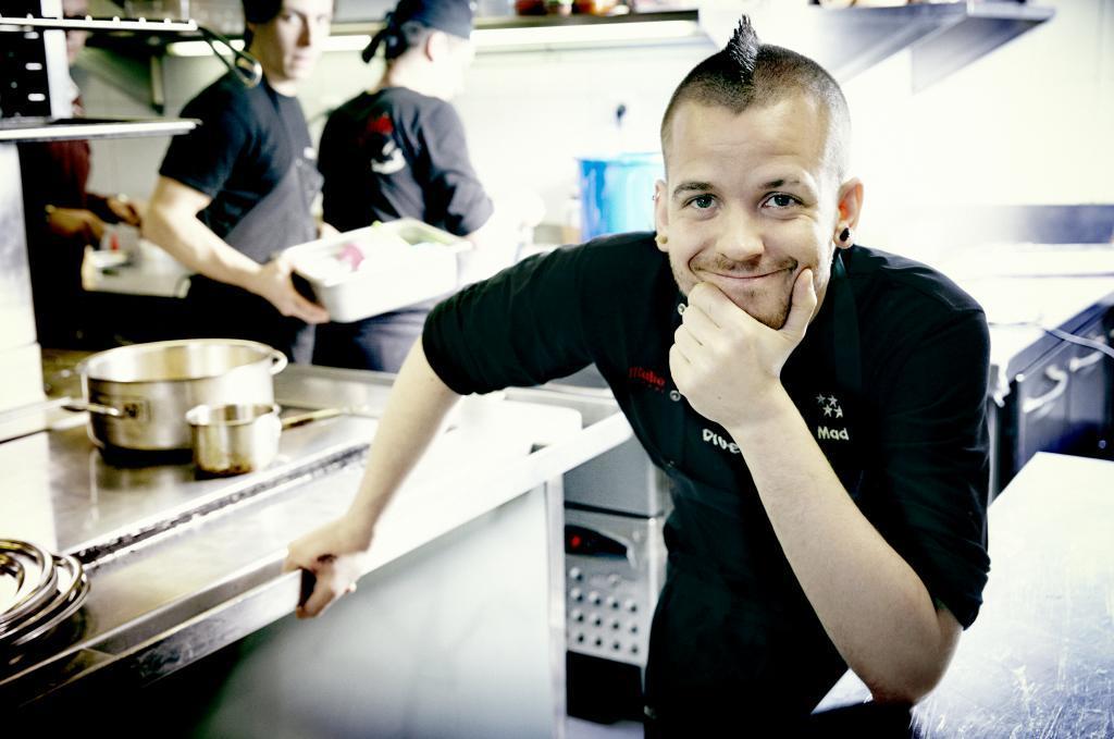 David Muñoz, chef con tres estrellas Michelin en su restaurante...