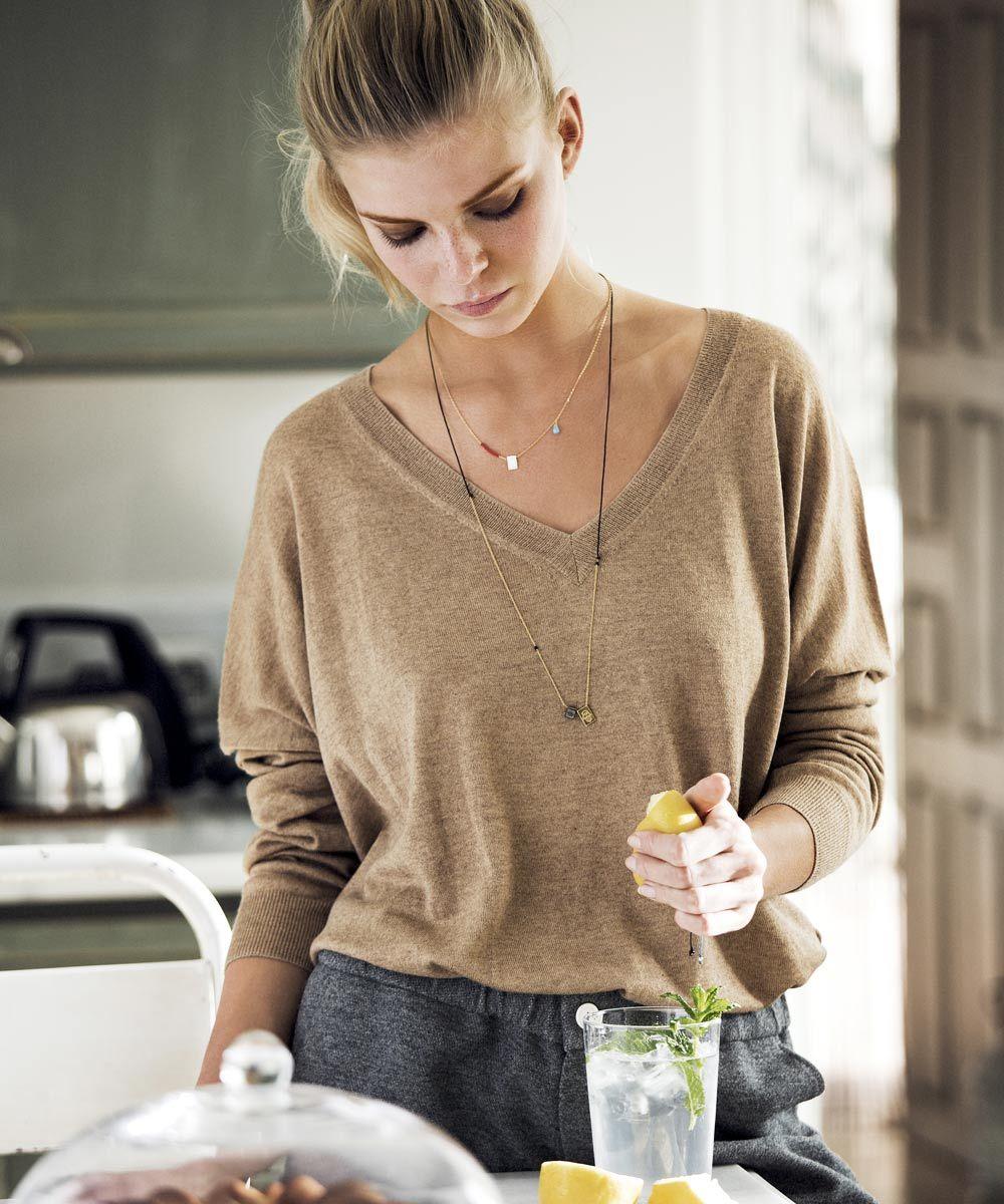 Añadir limón a alguna de tus ensaladas o tomarlo con agua tibia en...
