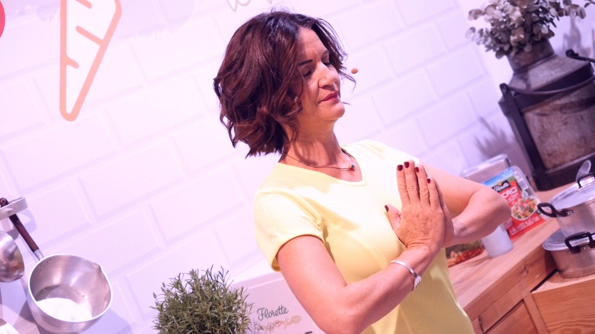 Samantha Vallejo-Nágera practicando meditación.