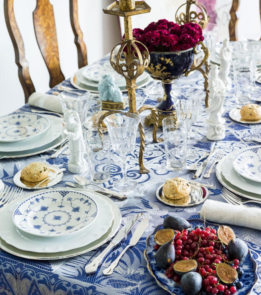 Mesa y comida de lujo para Navidad.
