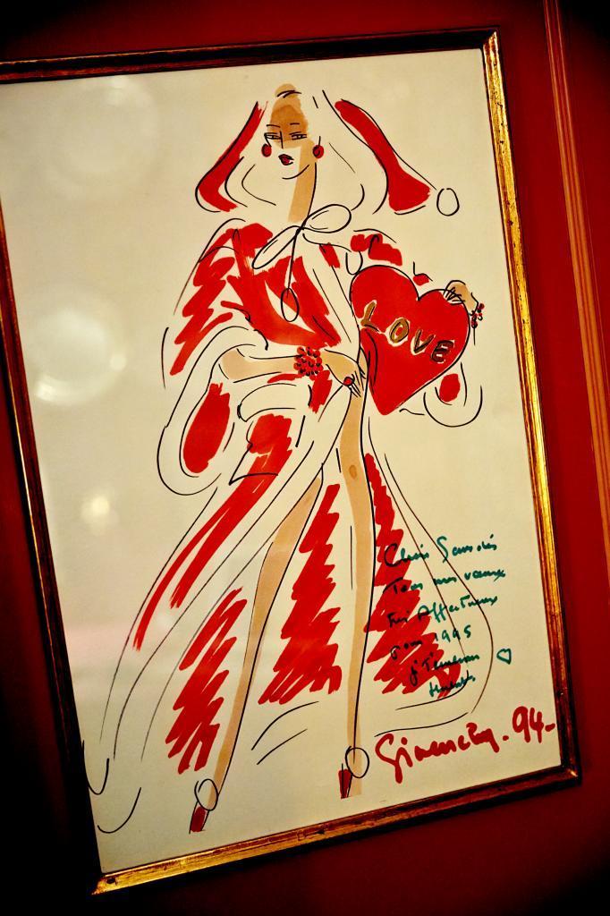 Dibujo original de Givenchy  para felicitar las navidades a la...