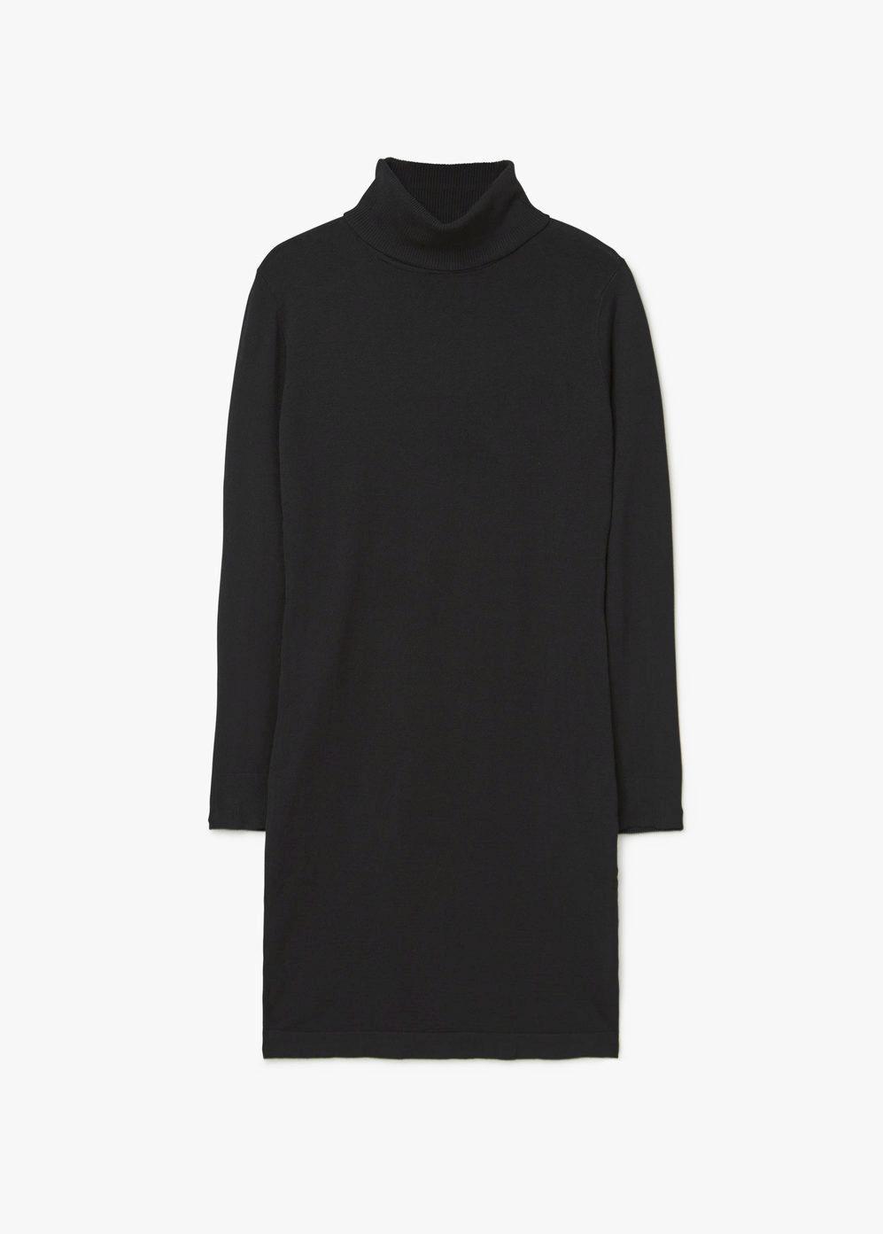 Vestido de cuello alto. De Mango, 25,99 euros.
