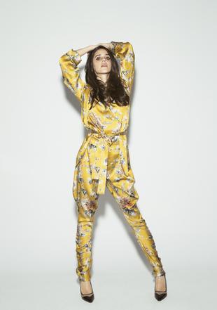 Macarena posa con batín, top y pantalón de pijama de Adriana...