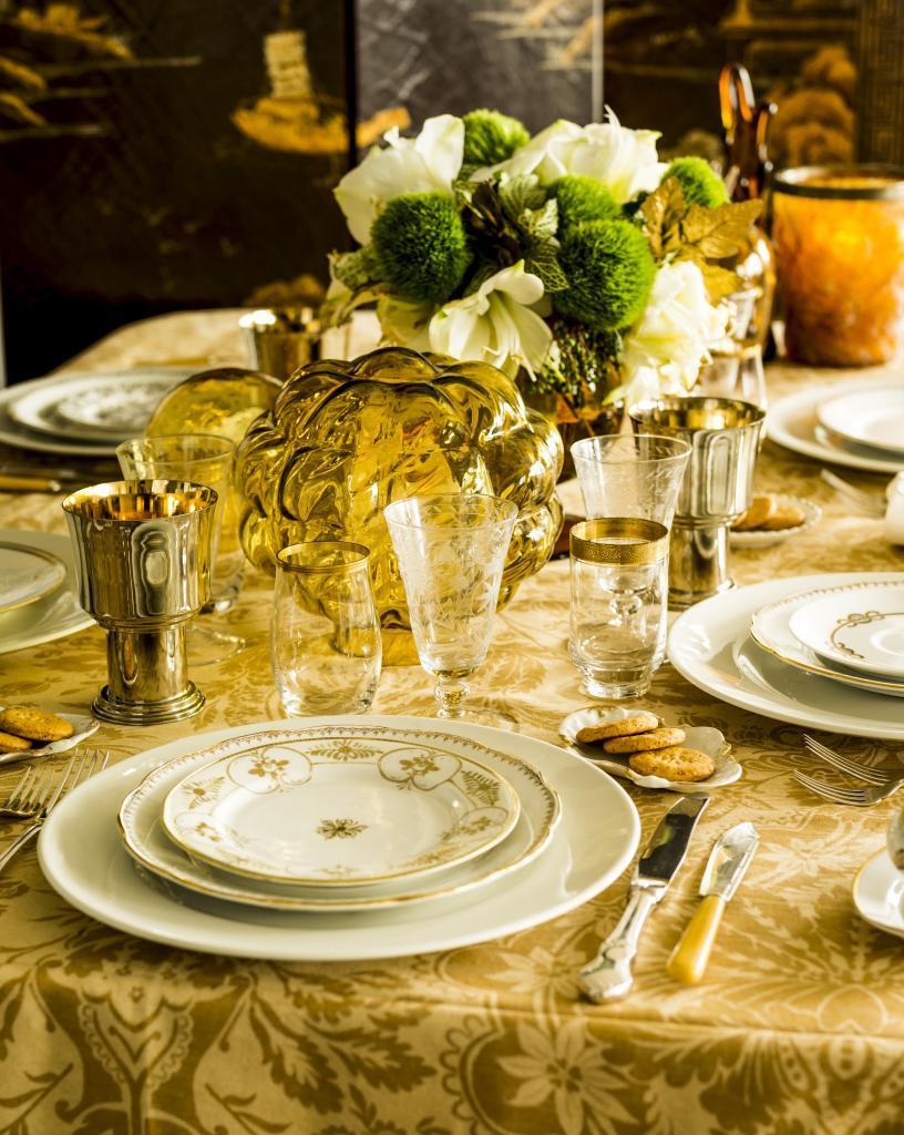El oro será el color de tu mesa de Nochebuena. Vístela con una...