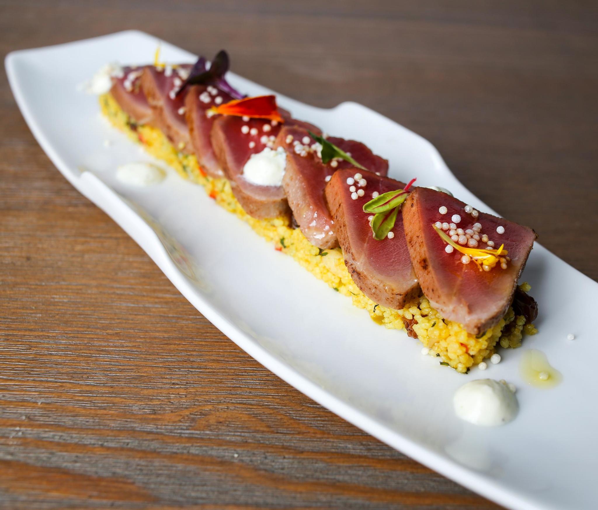Tataki de atún rojo y cous-cous de Lúbora.