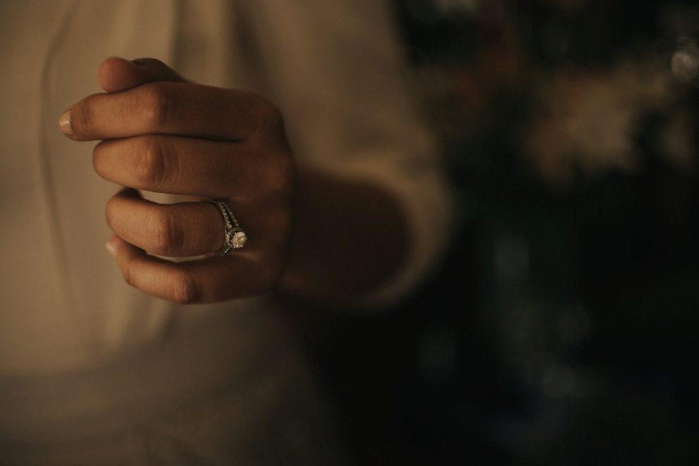 Una joya que no puedo faltar en la boda de Nuria fue su anillo de...