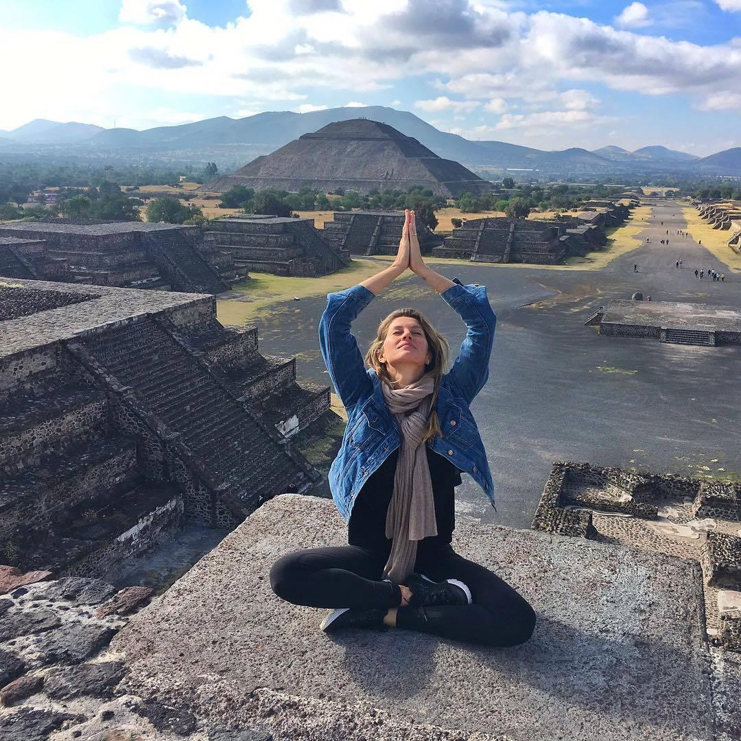 Gisele Bündchen, como buena aficionada al yoga, aprovecha cualquier...