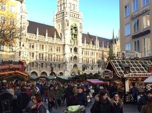 El mercado más importante de Múnich está en Marienplatz, que es la...