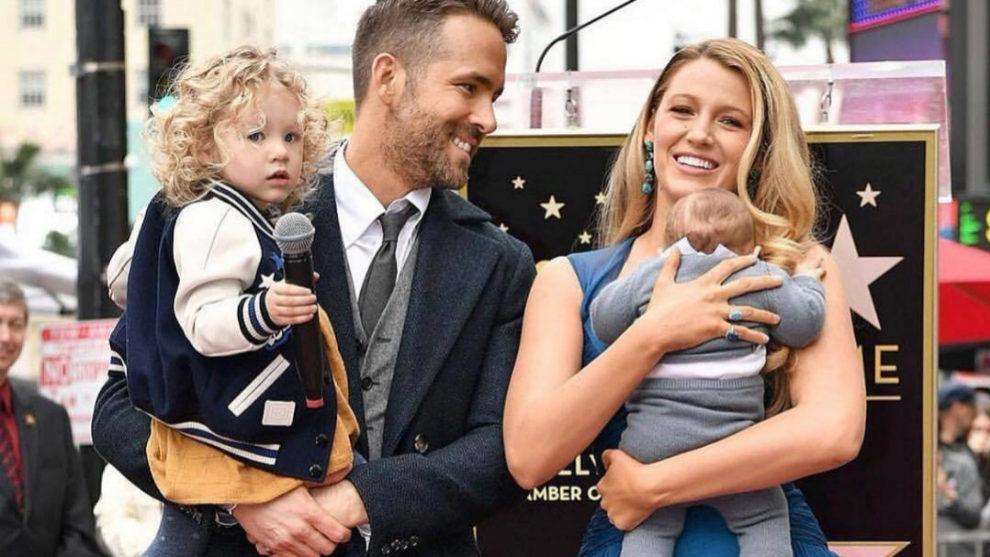 Ryan Reynolds y Blake Lively presentan públicamente a sus hijas.