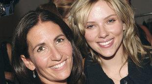 Bobbi Brown junto a la actriz Scarlett Johansson.