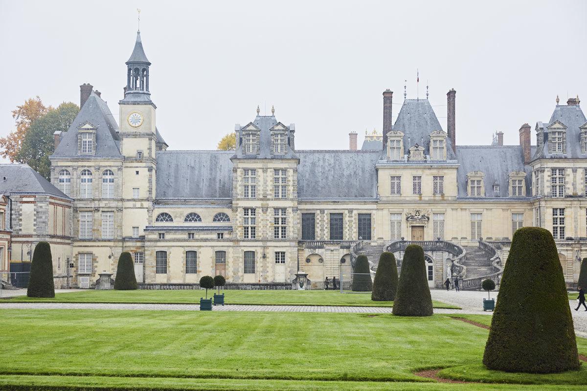 Fachada del palacio con pasterre diseñado por Le Nôtre en la época...