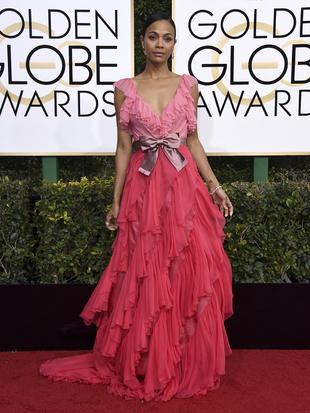 Zoe Saldana con un vestido firmado por Gucci y unas sandalias Kaylee...