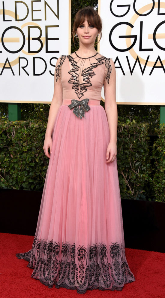 Felicity Jones de Gucci.