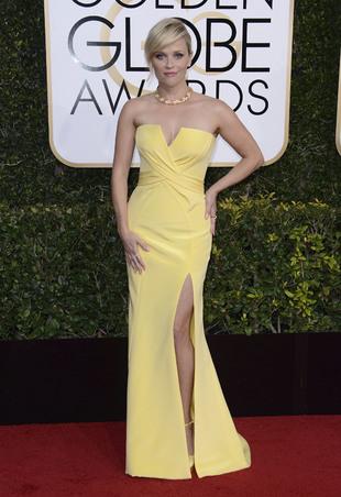 Reese Witherspoon en los Globos de Oro 2017 con un vestido del Atelier...