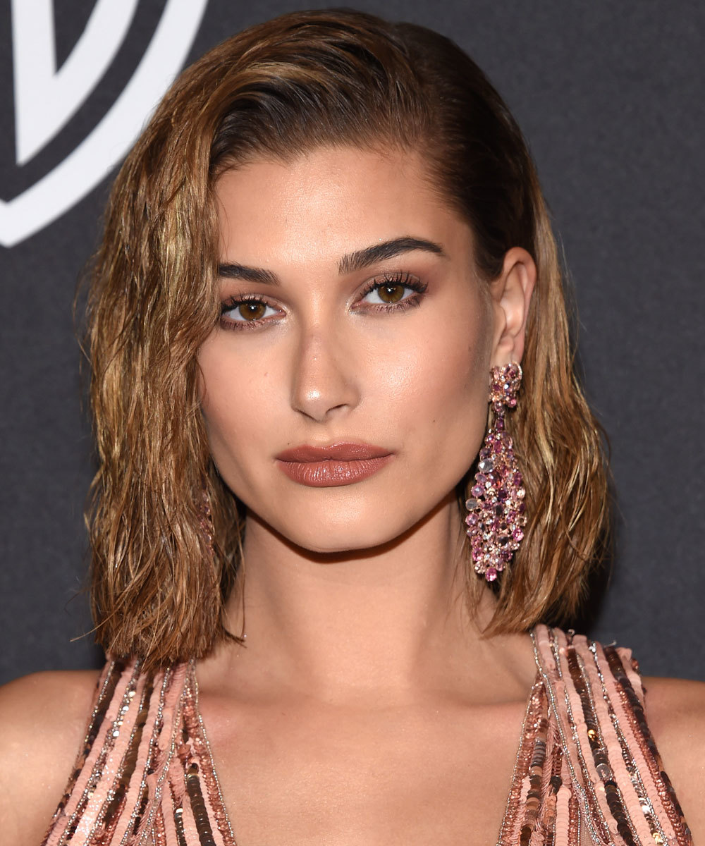 Hailey Baldwin presume de corte long bob y lo declina en múltiples...