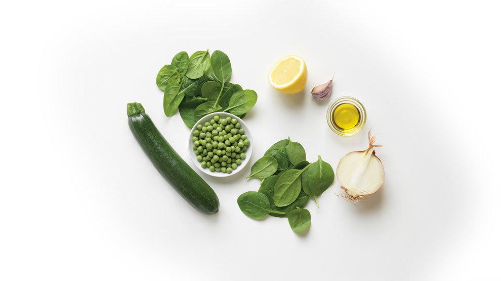 Sopa de guisantes, calabacín y espinacas, del libro Sopas Detox...