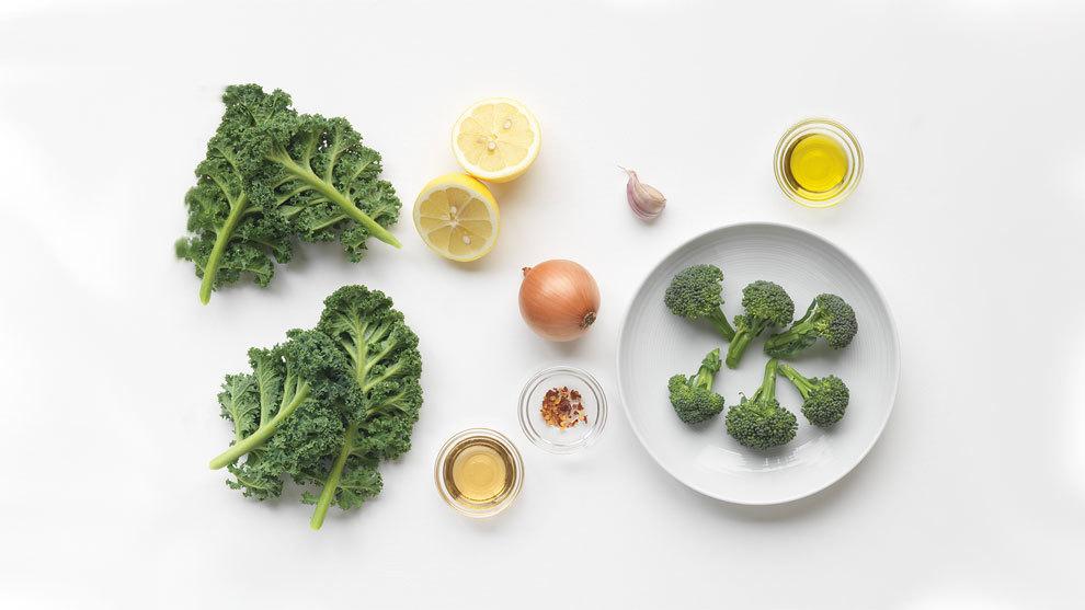 Crema de brócoli y col rizada, del libro Sopas Detox (Lunwerg...