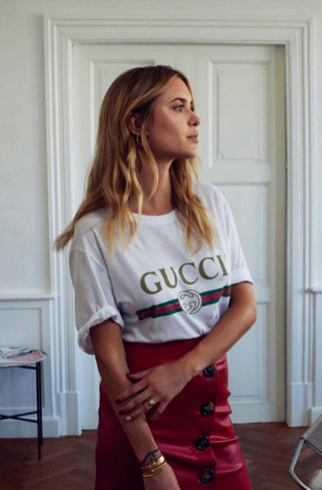 La influencer Pernille Teisbaek con una camiseta con el logo de Gucci