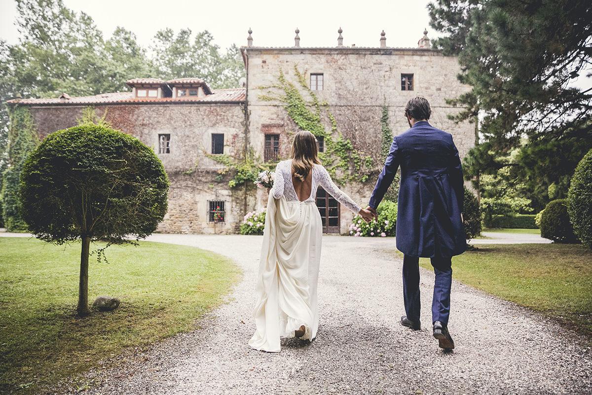 Rosa y Borja se casaron en una sencilla y elegante boda de aires...