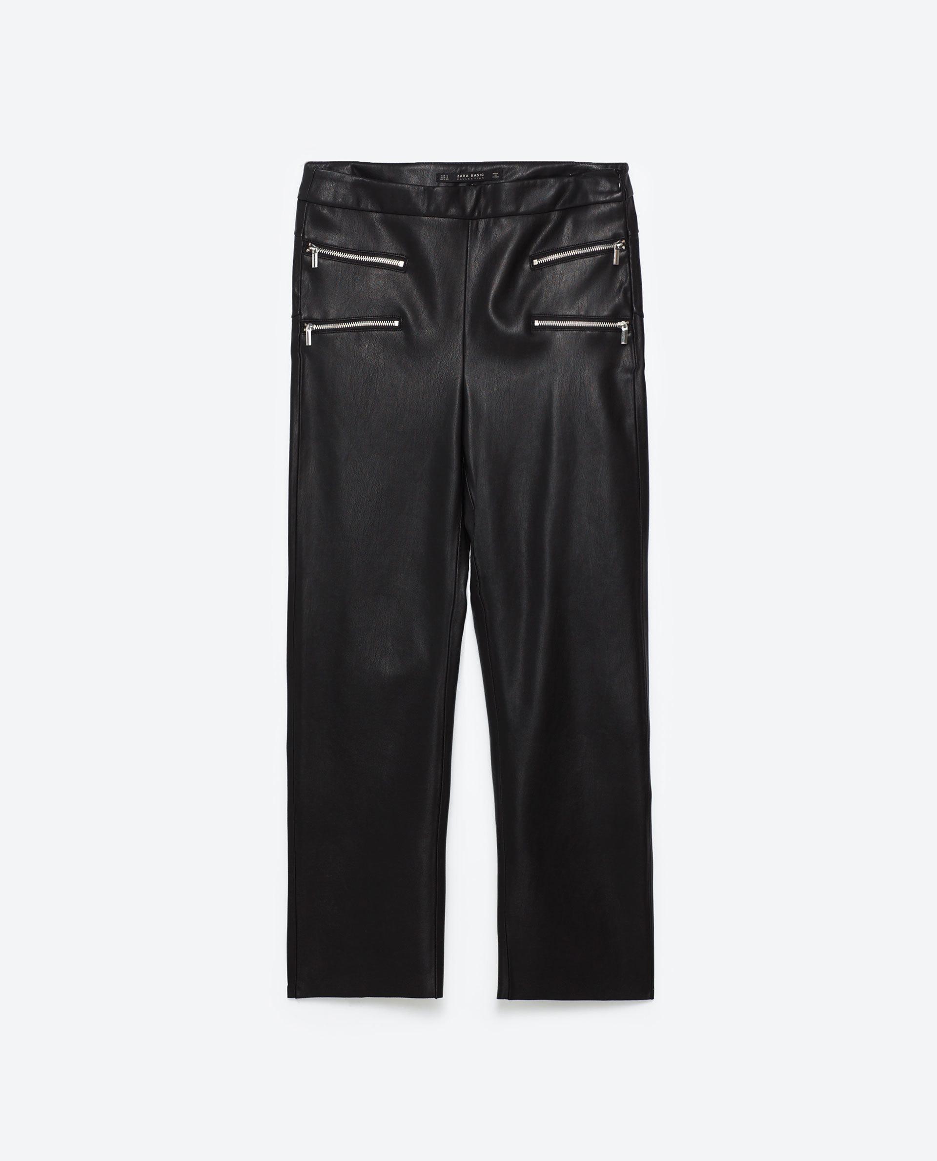 Pantalón cropped de polipiel. De Zara (19,99 euros).