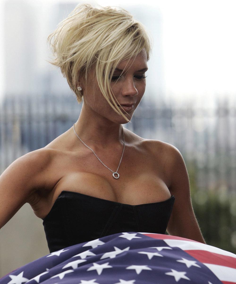 Victoria Beckham en 2007 tras someterse a los implantes de pecho de...