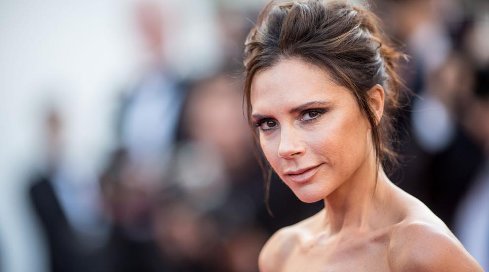 La diseñadora Victoria Beckham ha sido la última en arrepentirse de...