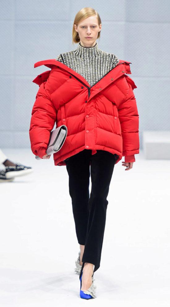Balenciaga fue el primero en poner de moda el tip sobre la pasaerla.