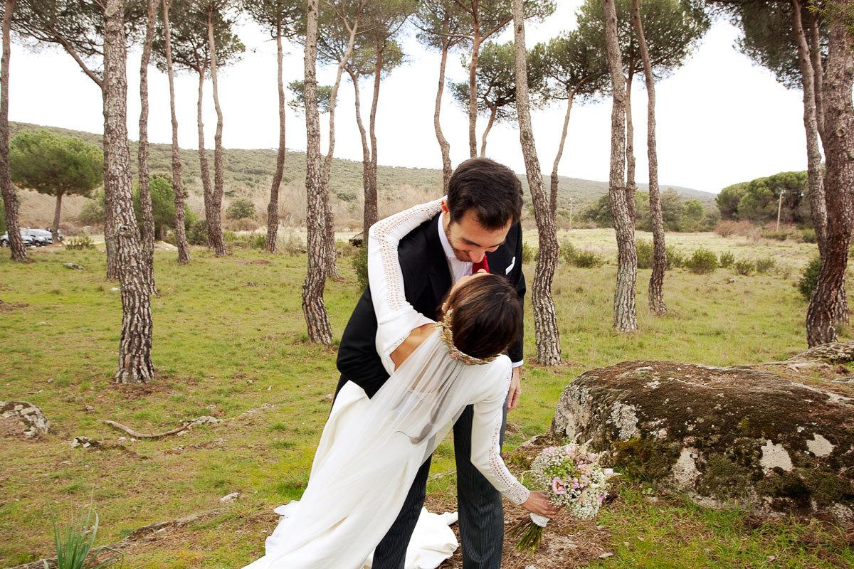 Laura y Carlos se casaron en una boda de aires campestres en una...