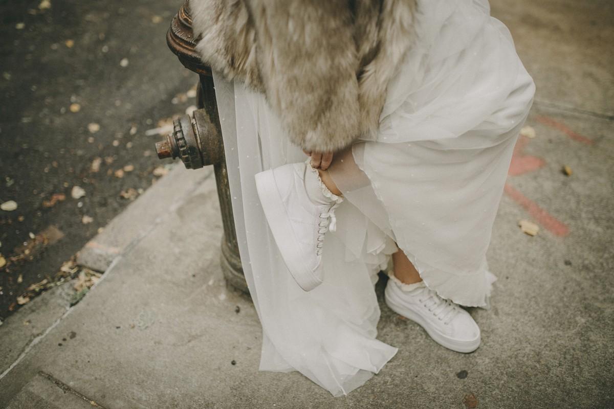 Te mostramos 15 zapatos blancos para novias alternativas que no...