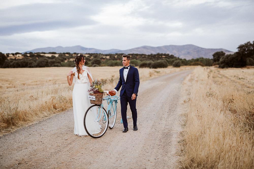 Noelia y Nacho se casaron en una boda entre encinas y pinos en una...