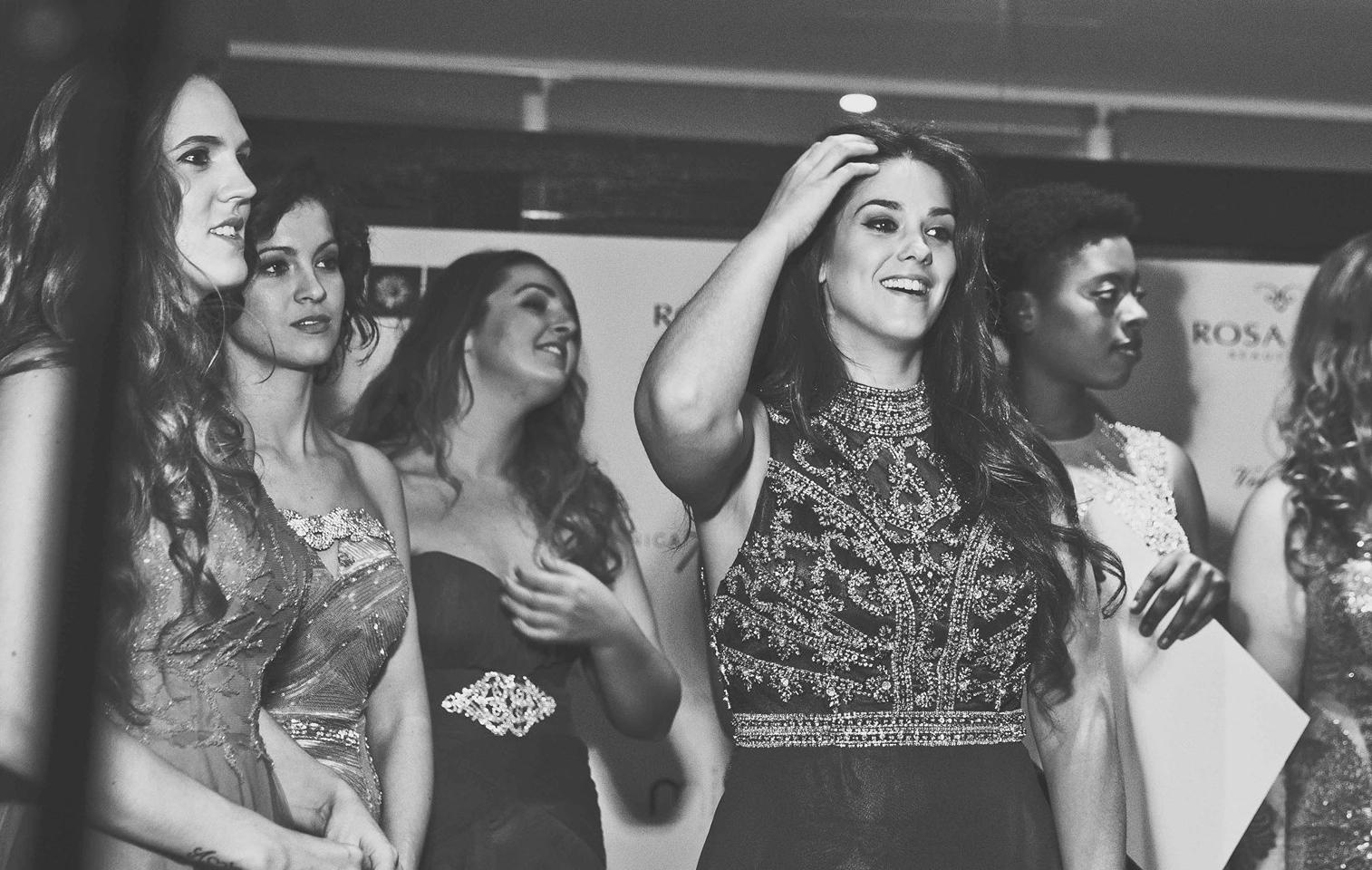 Laura Arribas junto al resto de participantes del certamen de moda...