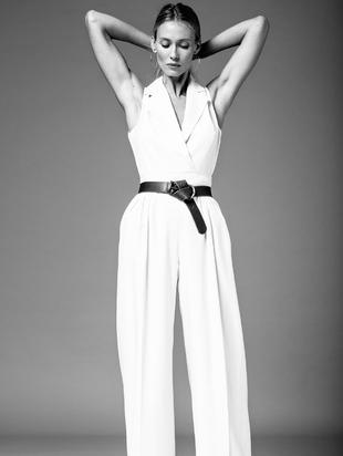 La modelo Vanesa Lorenzo lleva look de chaleco y pantalón masculino...