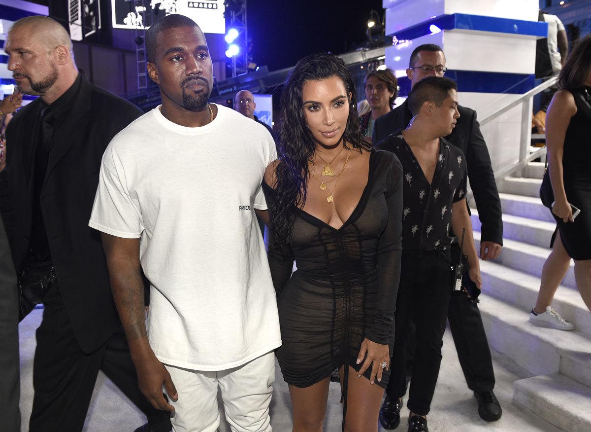 Kanye West y Kim Kardashian diseñan una colección de moda para...