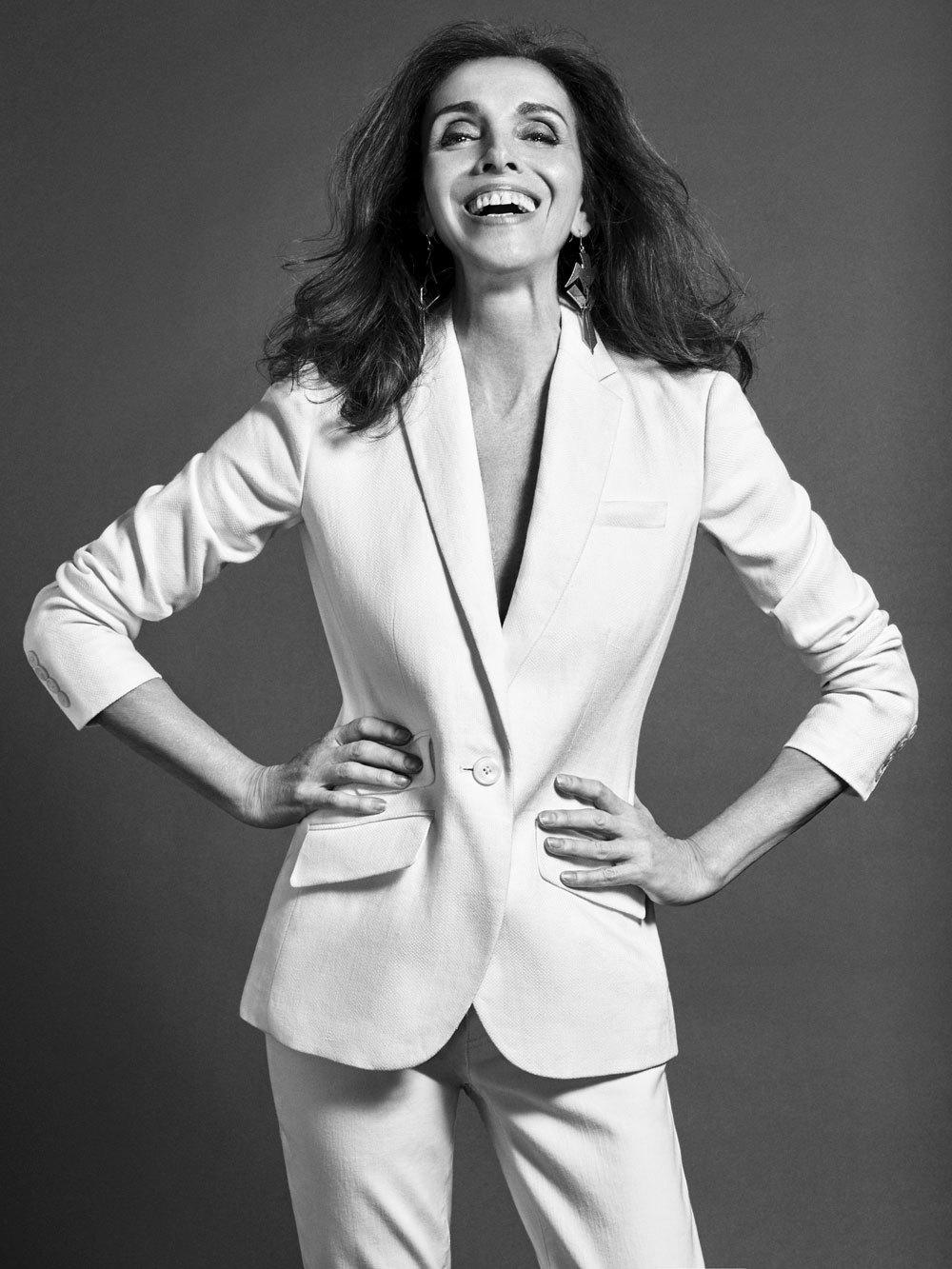 Ana Belén en nuestra sesión de fotos, con total look blanco.