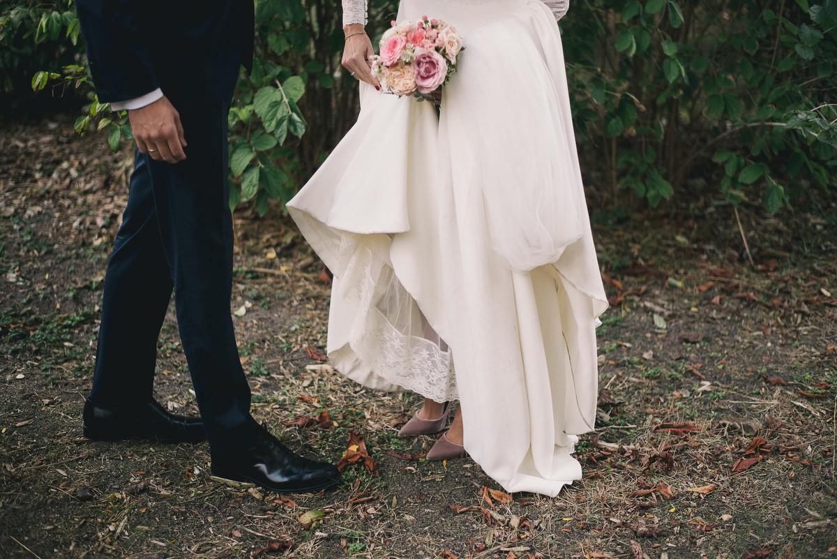 Elena y Marcus se casaron en una boda en un antiguo convento del...