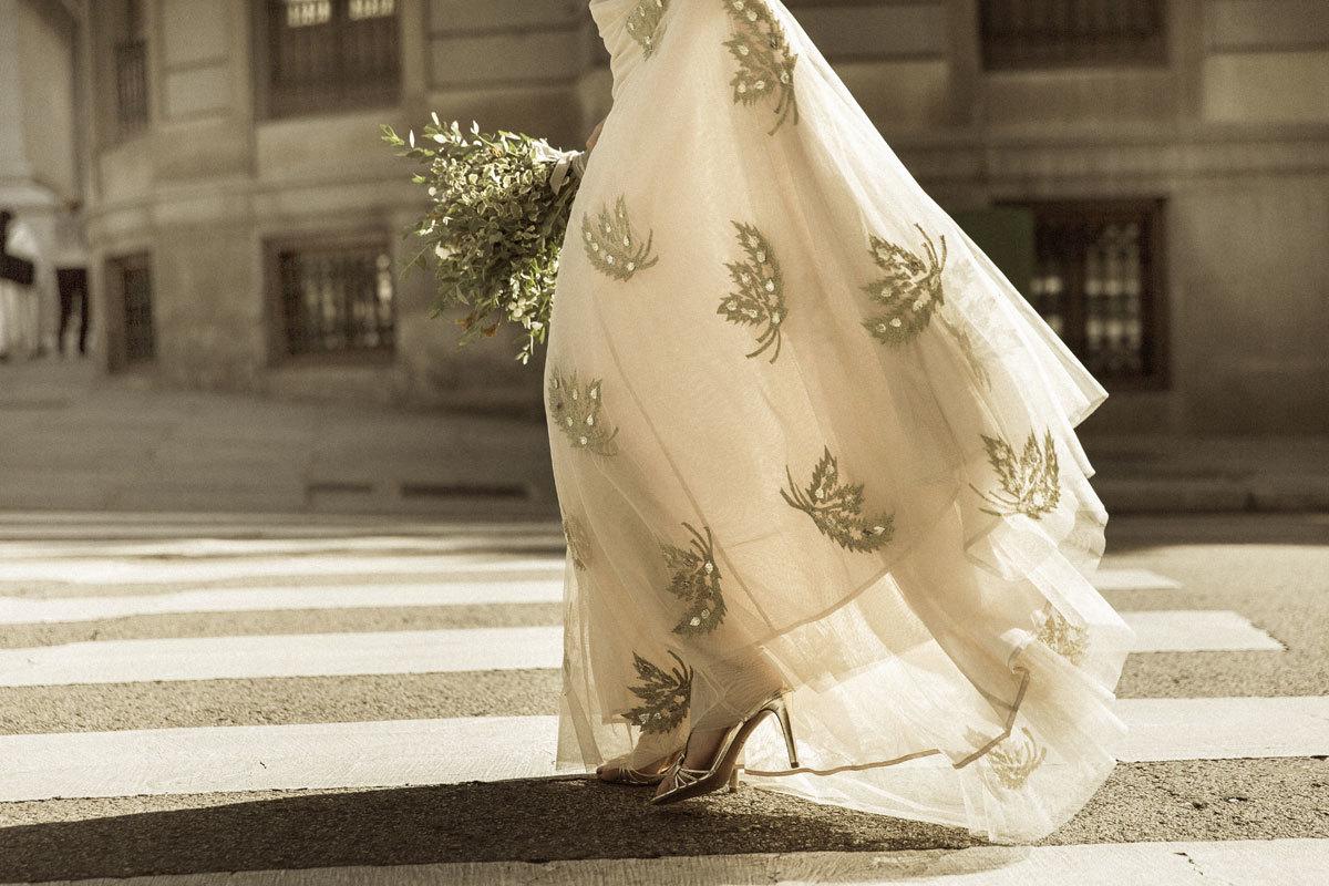 Vestido de novia con motivos florales de Intropia Atelier.