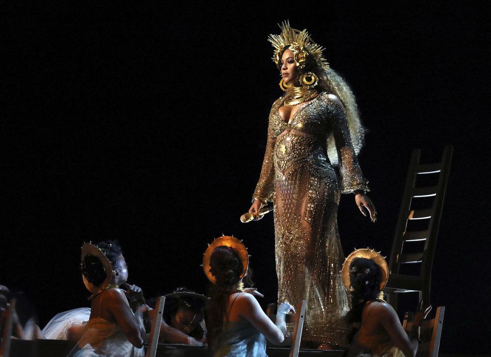 Beyoncé no dudó en actuar con un ceñidísimo vestido con...
