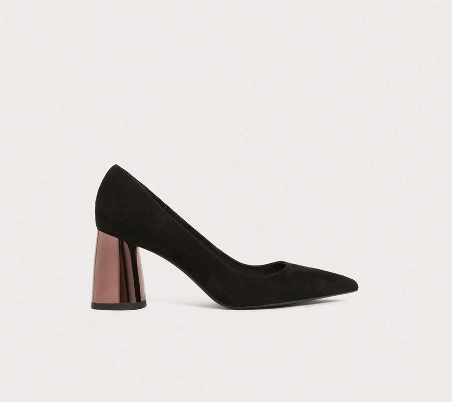 Zapato tacón cobre ancho. De Uterqüe (89,90 euros).