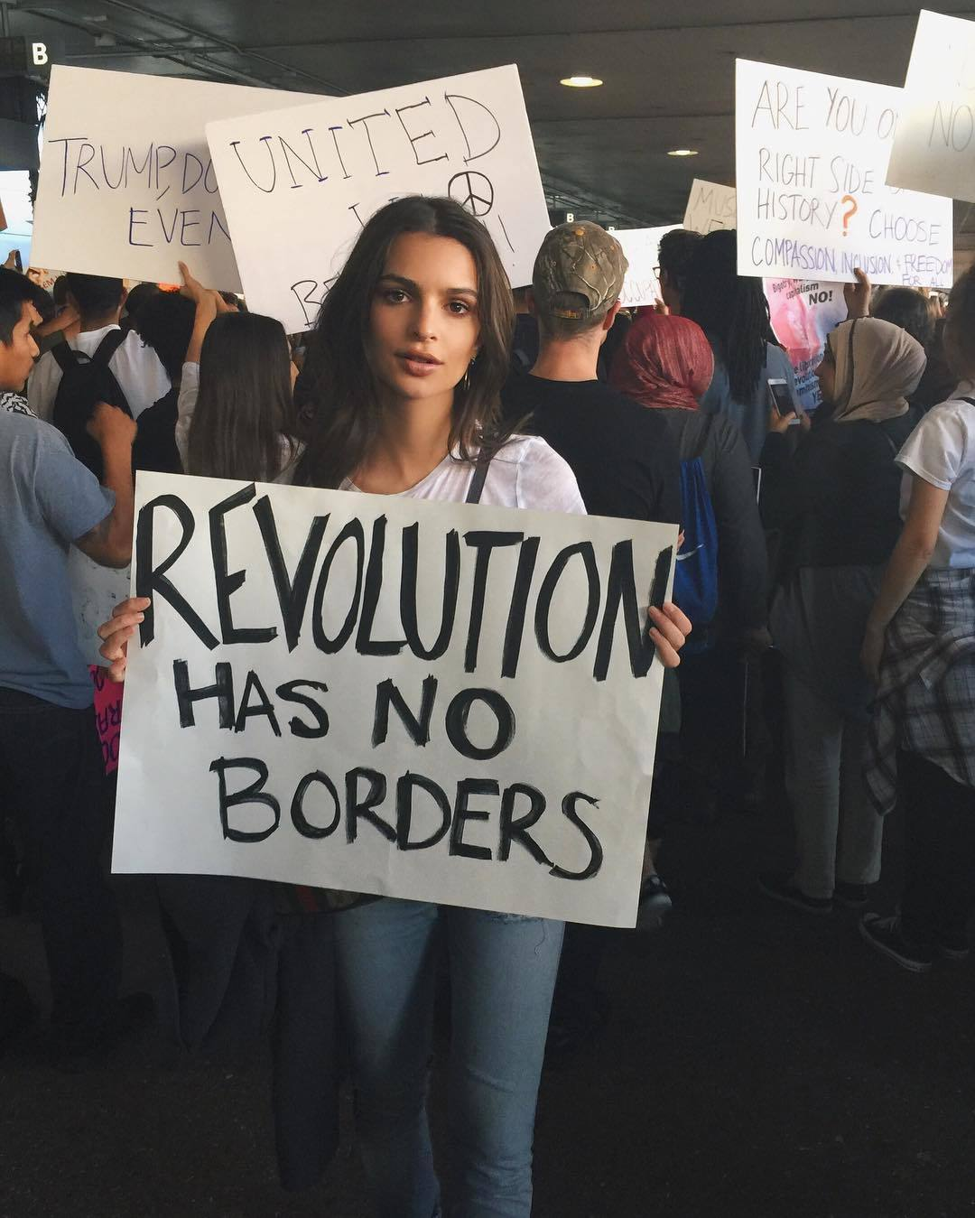 Emily Ratajkowski en la #womensmarch