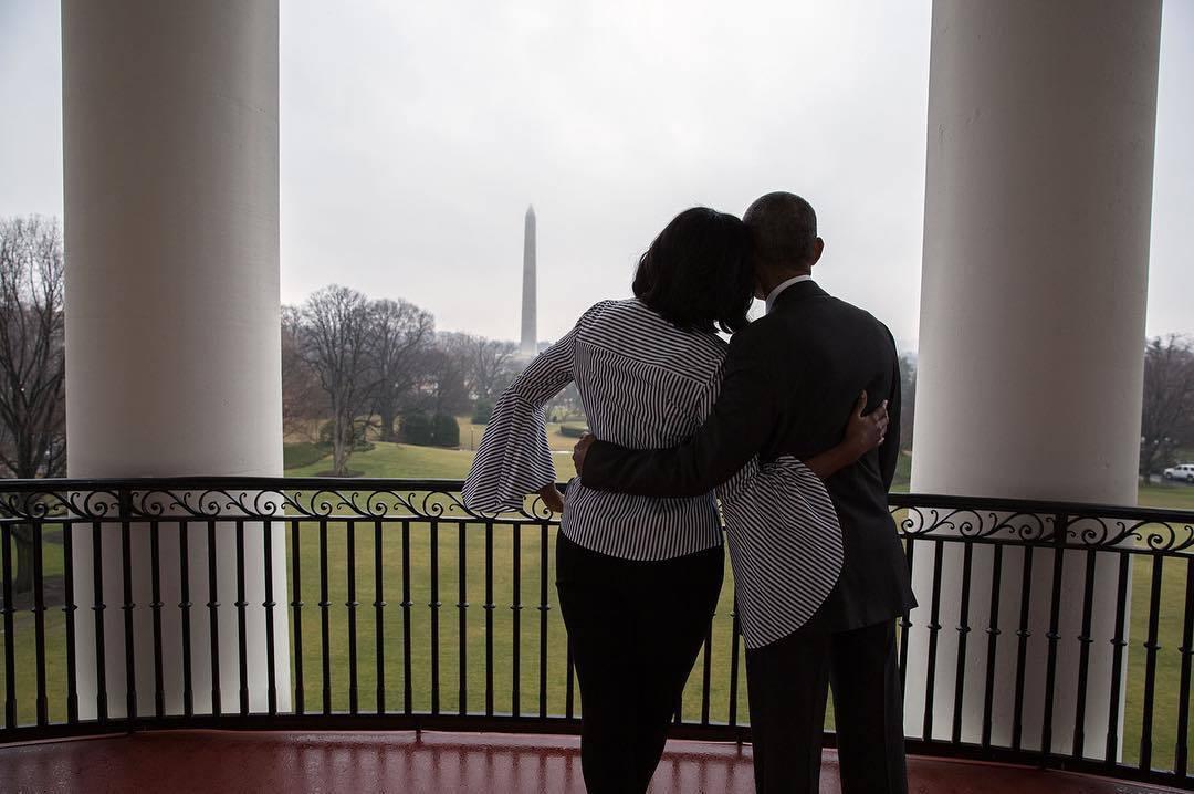La pareja, Michelle y Barack Obama, disfrutando de uno de sus últimos...