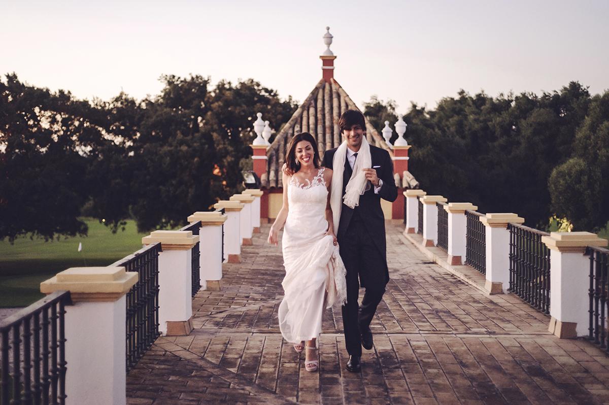 Paloma y Javier se casaron en una boda al aire libre de aire rústico...