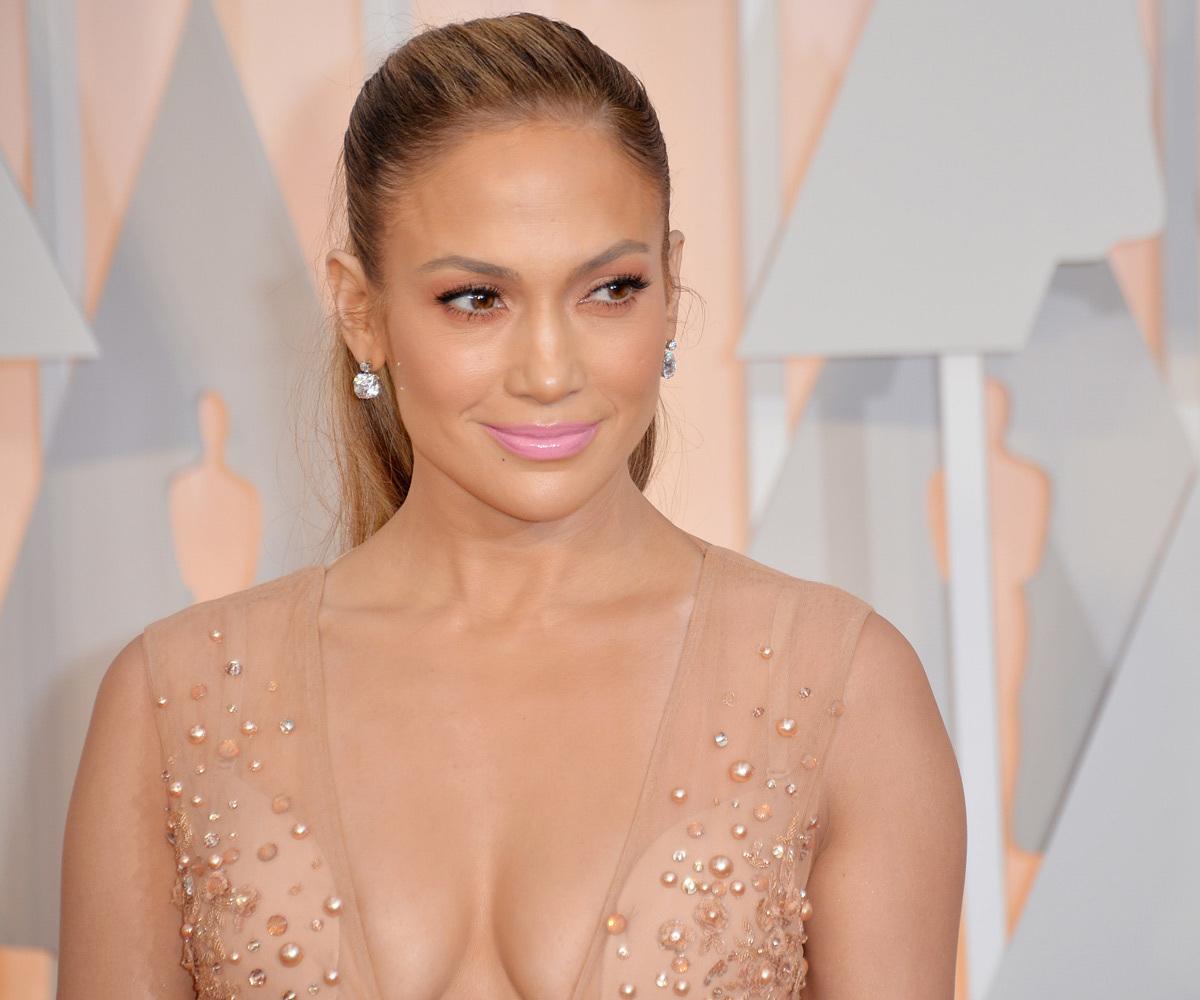 Los labios rosas de Jennifer Lopez en los Oscars 2015 no tuvieron...