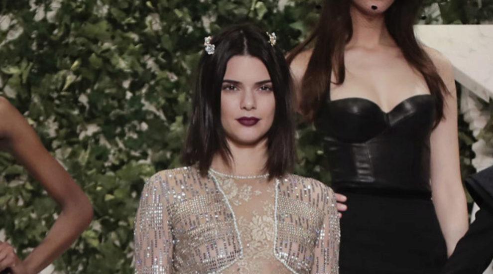Kendall Jenner estrena corte de pelo: un carré plongeant.