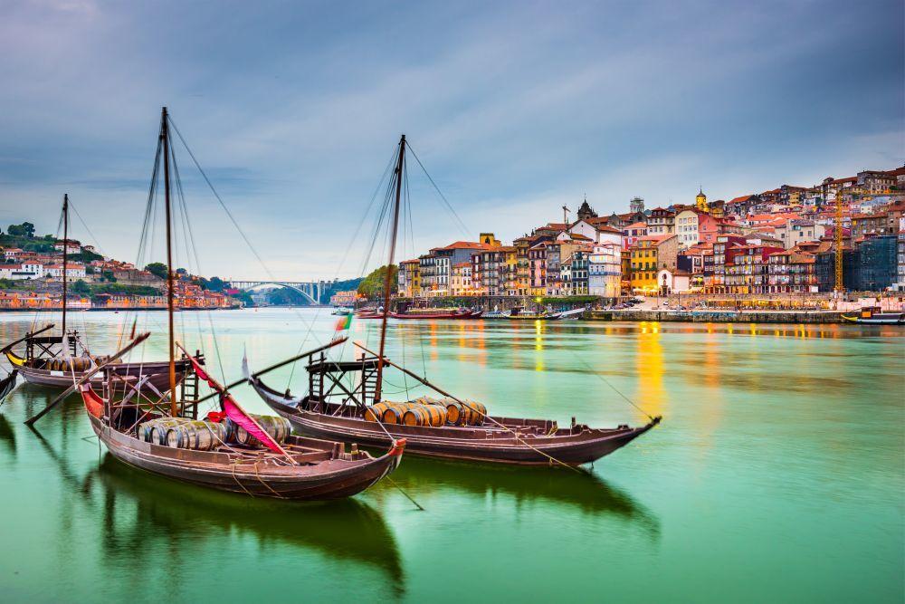 La capital del norte de Portugal tiene mucho de lo que presumir:...