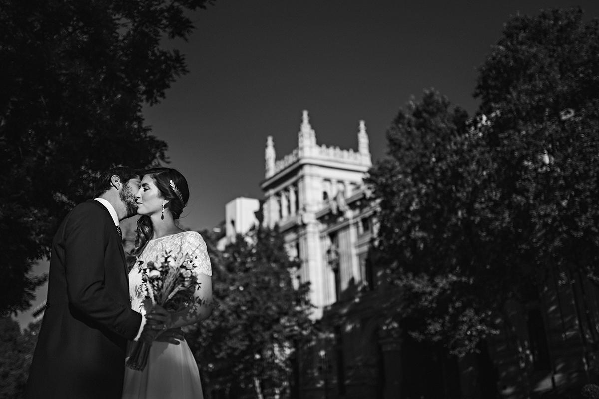 Cally y Alejandro se casaron en una boda sencilla y elegante en el...