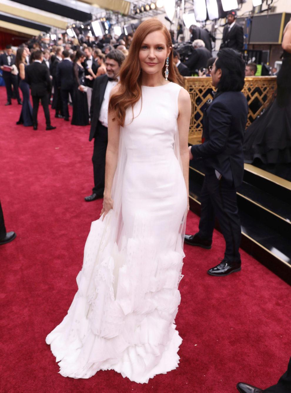 La actriz que interpreta a Abby en Scandal, con un elegante vestido...