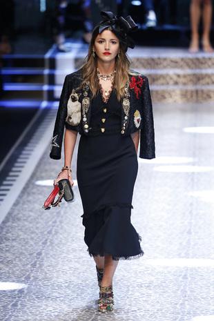 Alexandra Pereira desfilando para Dolce & Gabanna en la Milan Fashion...