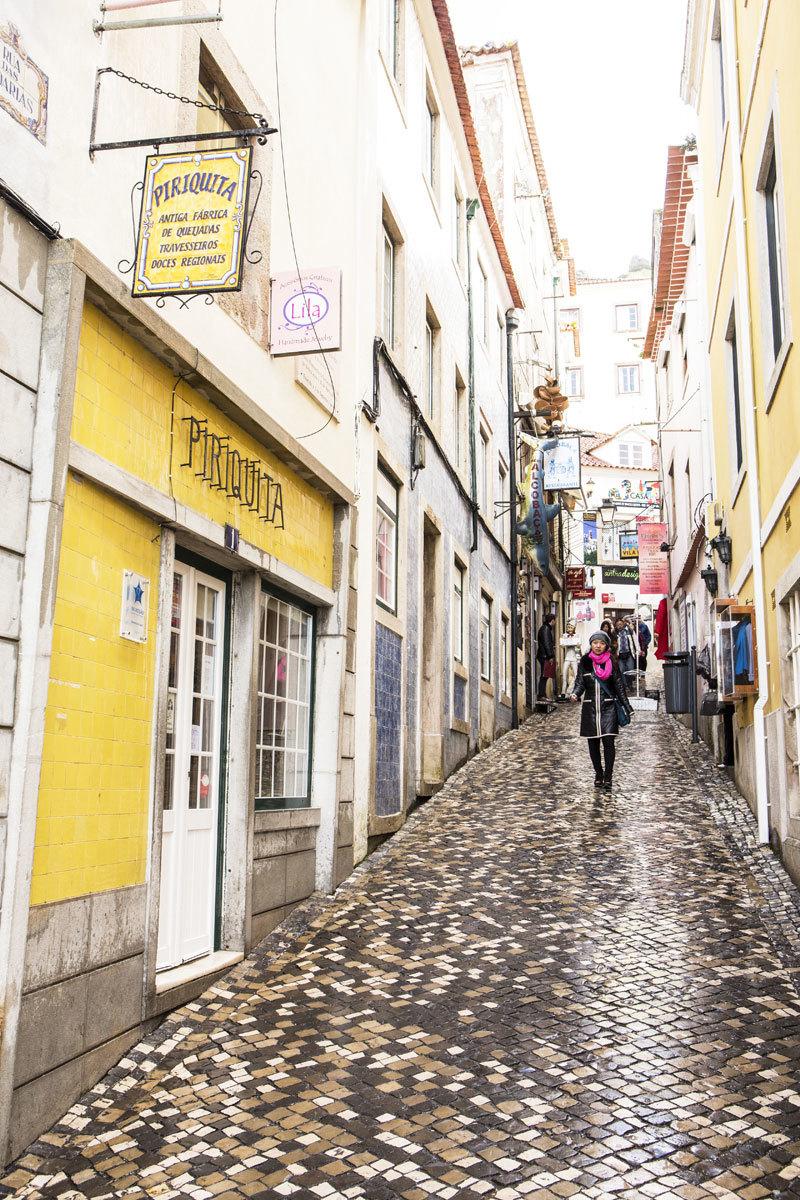 Calle adoquinada en Sintra.