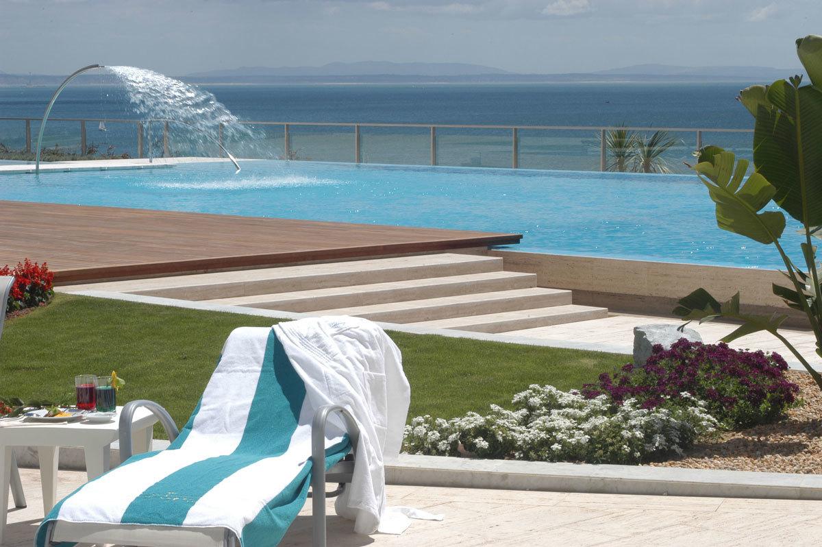Piscina del hotel Cascais Miragem.
