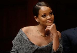 Rihanna recogió ayer un premio de la Fundación Harvard gracias a su...
